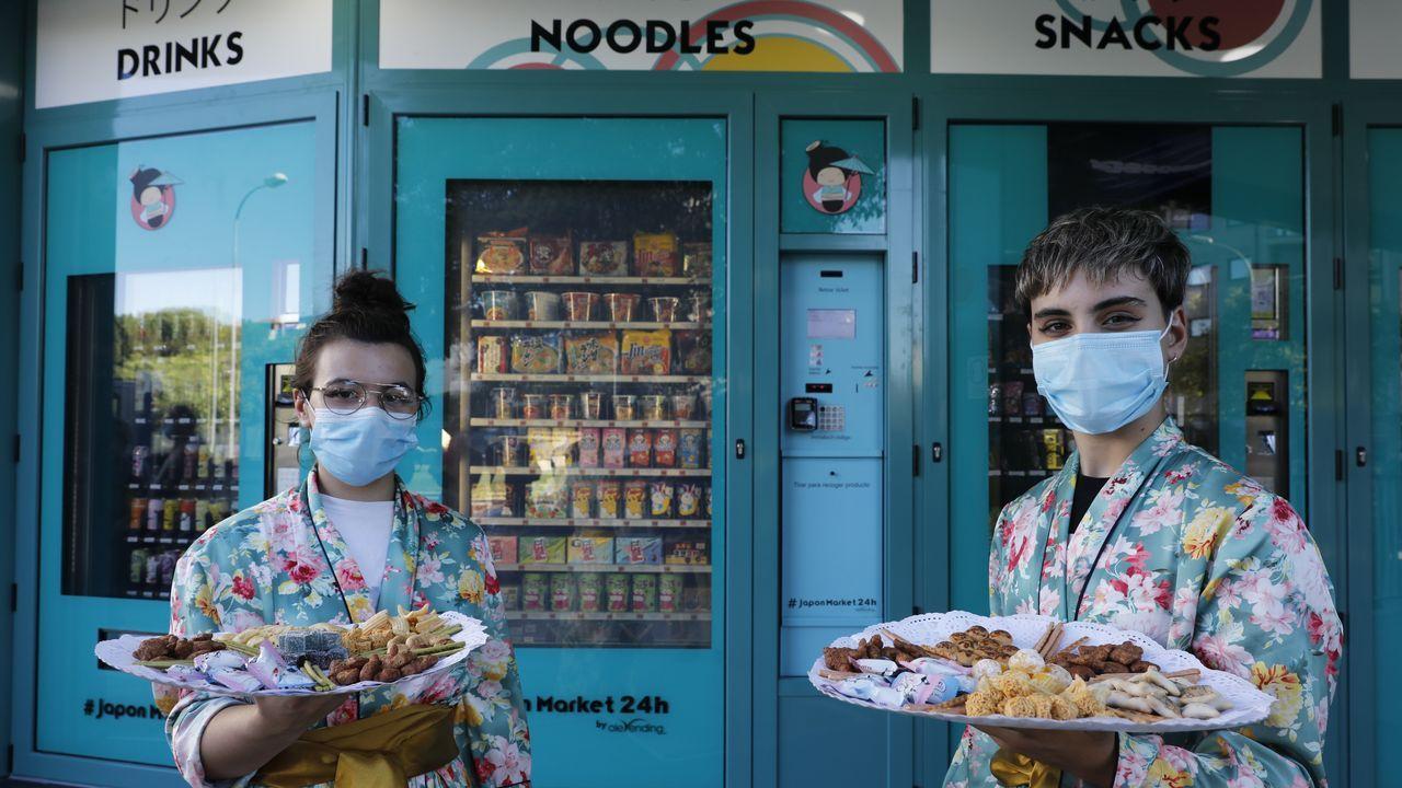 La inauguración contó con una pequeña degustación de alimentos japoneses