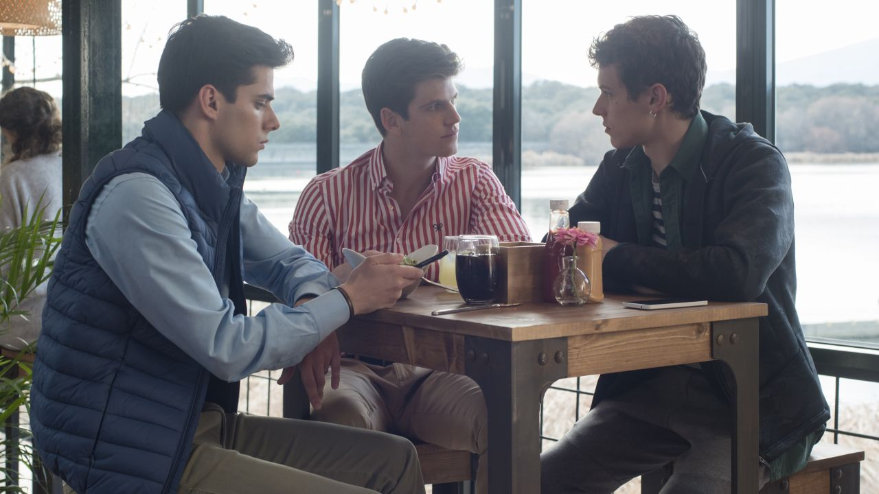 Álvaro Rico, Miguel Bernardeau y Arón Piper, en una imagen de la primera temporada de «Élite»