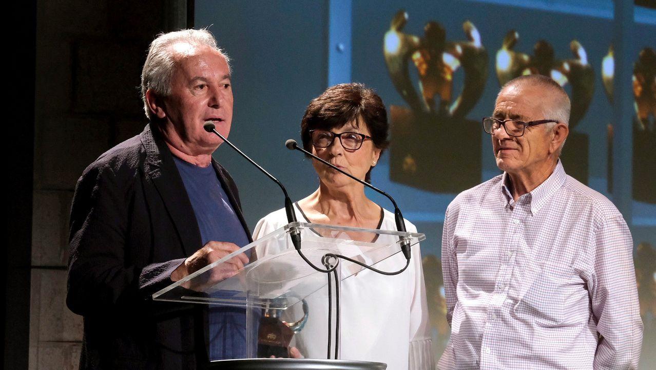 Mari Luz Castro (c) y Antonio Roldán (d), la pareja en la que se inspiró la canción  Sólo pienso en tí  de Víctor Manuel (i)