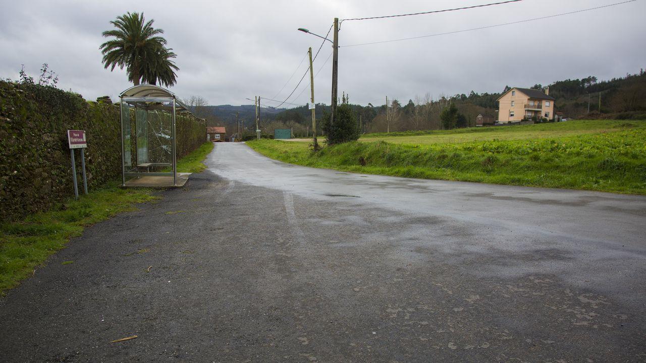 Francisco conde.Un mojón en una acera de Fonteculler marca los límites entre los ayuntamientos de A Coruña y Culleredo