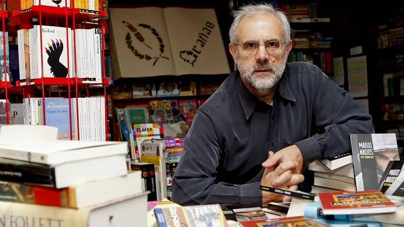 Pepe Carballude, na librería Brañas.