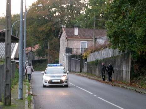 La Guardia Civil, durante la búsqueda ayer entre Negreira y A Baña.