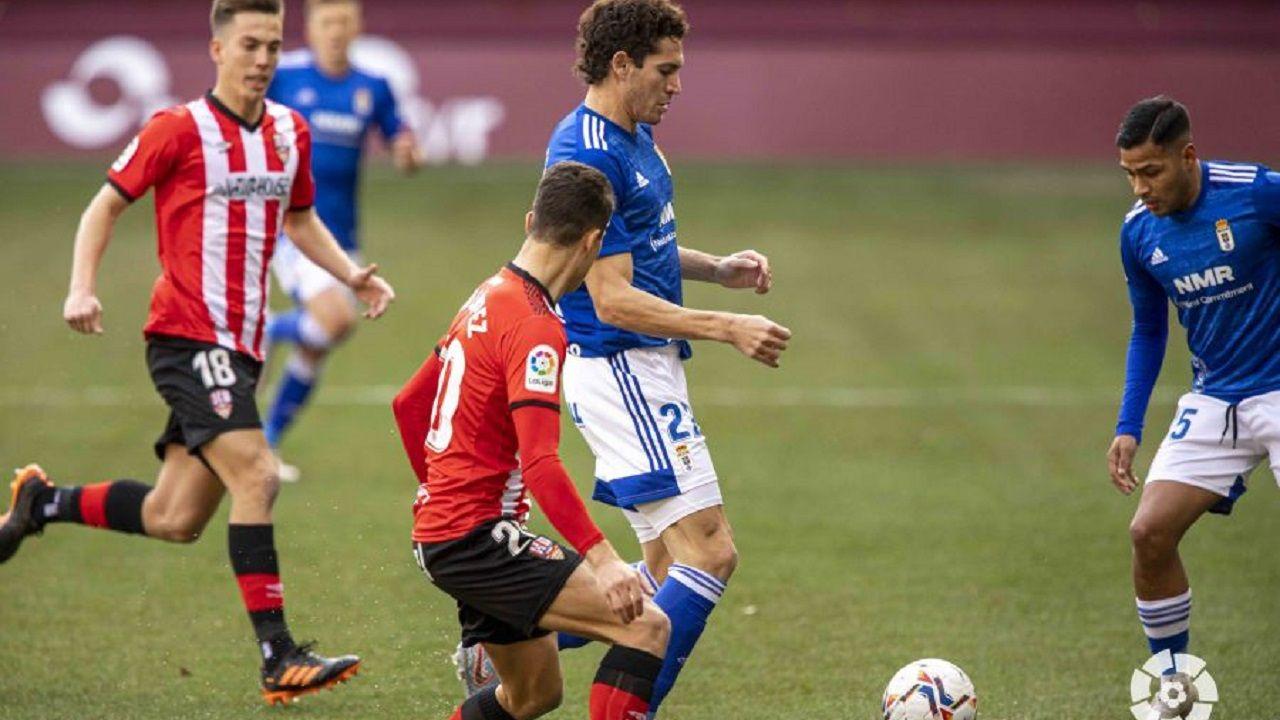 Leschuk y Nahuel, durante el Logroñés-Real Oviedo