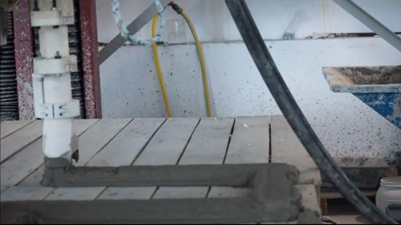 Impresión de cemento en Idonial.Cuco Ziganda, durante un entrenamiento en El Requexón