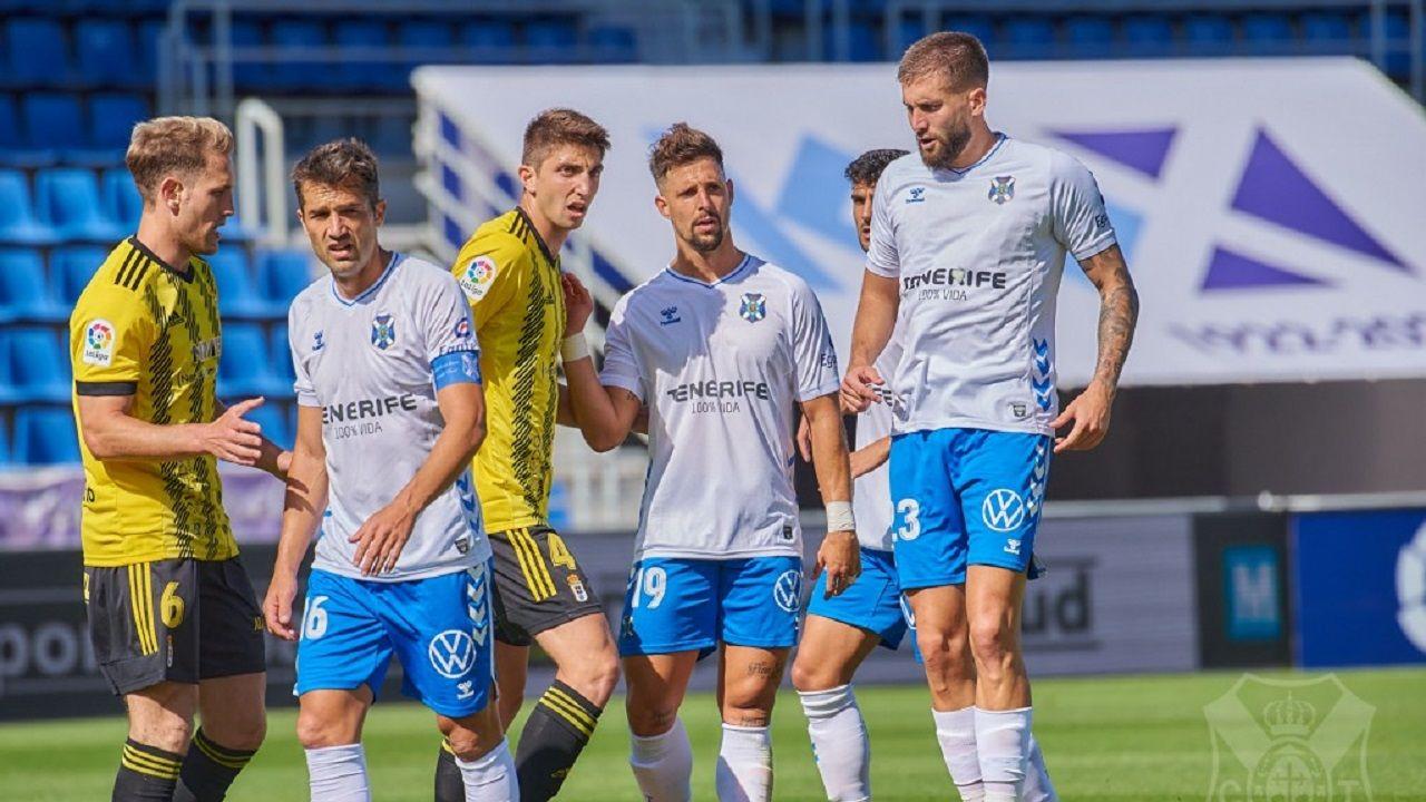 De izquierda a derecha: Carlos Hernández, Aitor Sanz, Edgar, Fran Sol y ?ip?i?, en el Tenerife-Oviedo de la 20/21