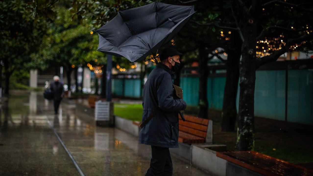 Una vez en diciembre: las fotos de un día de temporal en A Coruña.Irene Vallejo, premio nacional de ensayo 2020