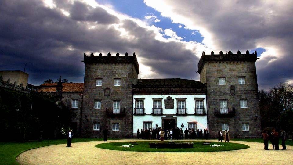 En Vigo destaca el Pazo Museo Quiñones de León, en Castrelos, con impresionantes jardines y una sección de prehistoria y arqueología en su interior