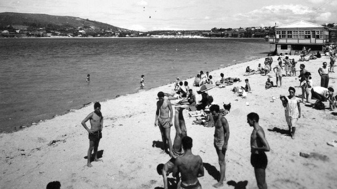 Imagen de los años sesenta de la desaparecida playa de Copacabana, en Ferrol