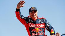 Carlos Sainz celebra su tercera victoria en el Dakar