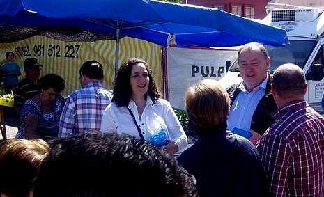 Belén Do Campo y el alcalde larachés, en Paiosaco.
