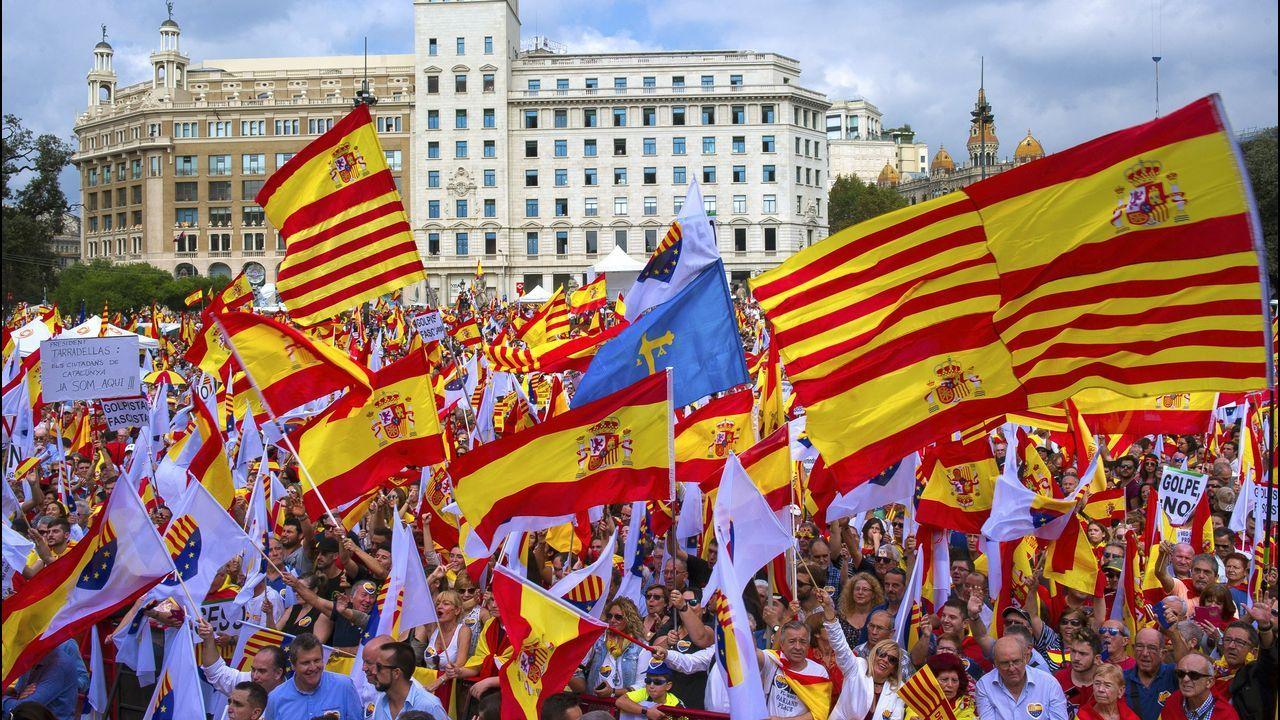 El Gobierno prepara la destitución de Josep Lluis Trapero como mayor de los Mossos.Jornada de huelga en Cataluña
