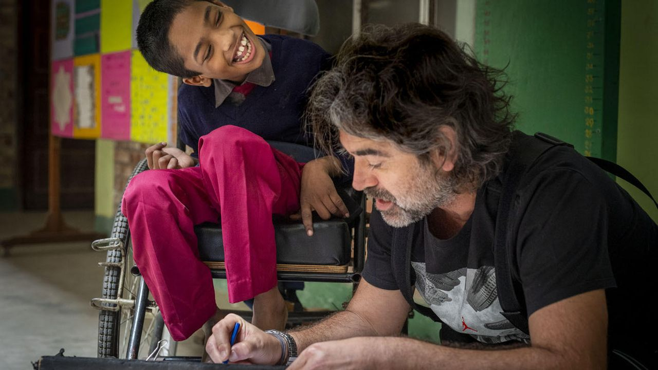 Borja Quiza: «Por mi cumpleaños me dejaron tres centollos en la puerta».Alfonso Novo, distinguido con la máxima puntuación de la Federación Europea de Fotógrafos, en el Centro para la Recuperación de la Parálisis de Bangladés