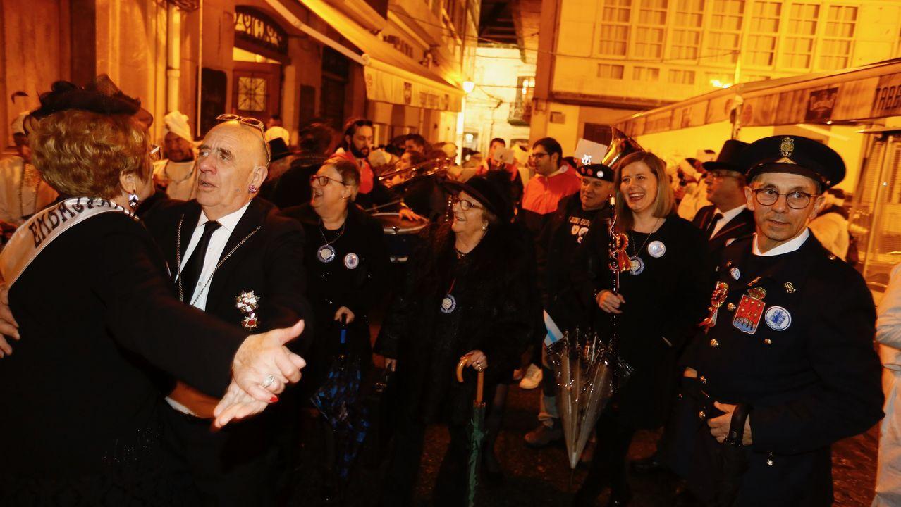 Adiós al «carnaval, reinado de la alegría» en Viveiro.Microefectos Dramatúrxicos actúa esta noche en el Club Clavicémbalo
