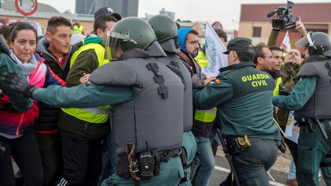 Yolanda Díaz anima a los agricultores a que «aprieten» y «defiendan sus derechos».Los antidisturbios disuelven una manifestación de agricultores en Don Benito (Badajoz)