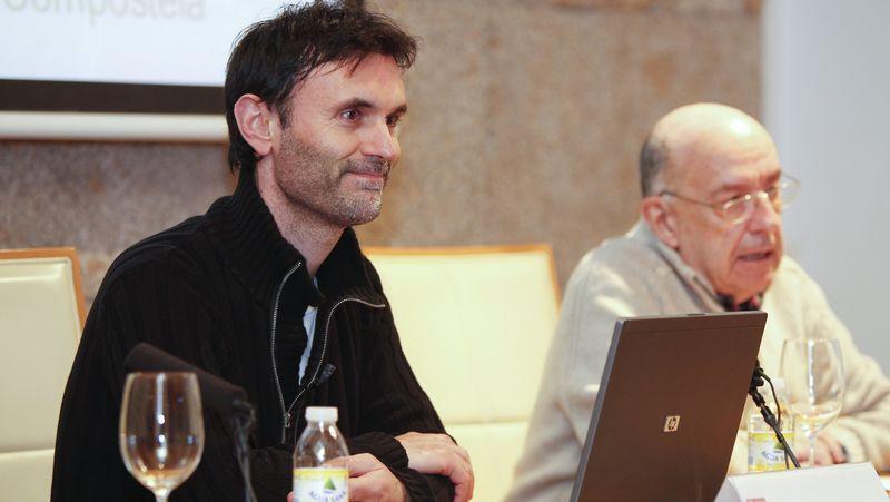 Jorge Mira -izquierda-, en el Ateneo Compostelano.