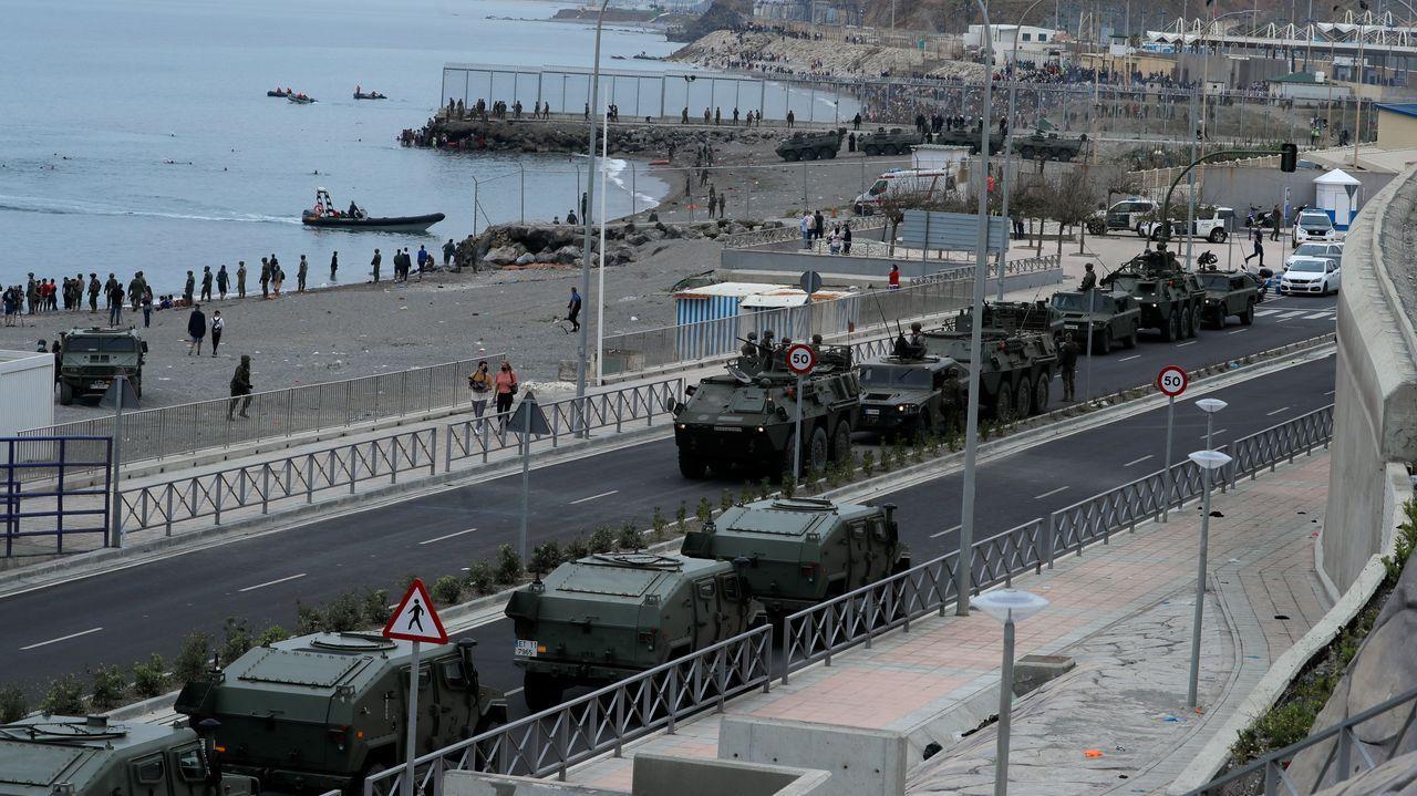 Con tanques en la playa: el Ejército intenta frenar la entrada masiva de inmigrantes a Ceuta