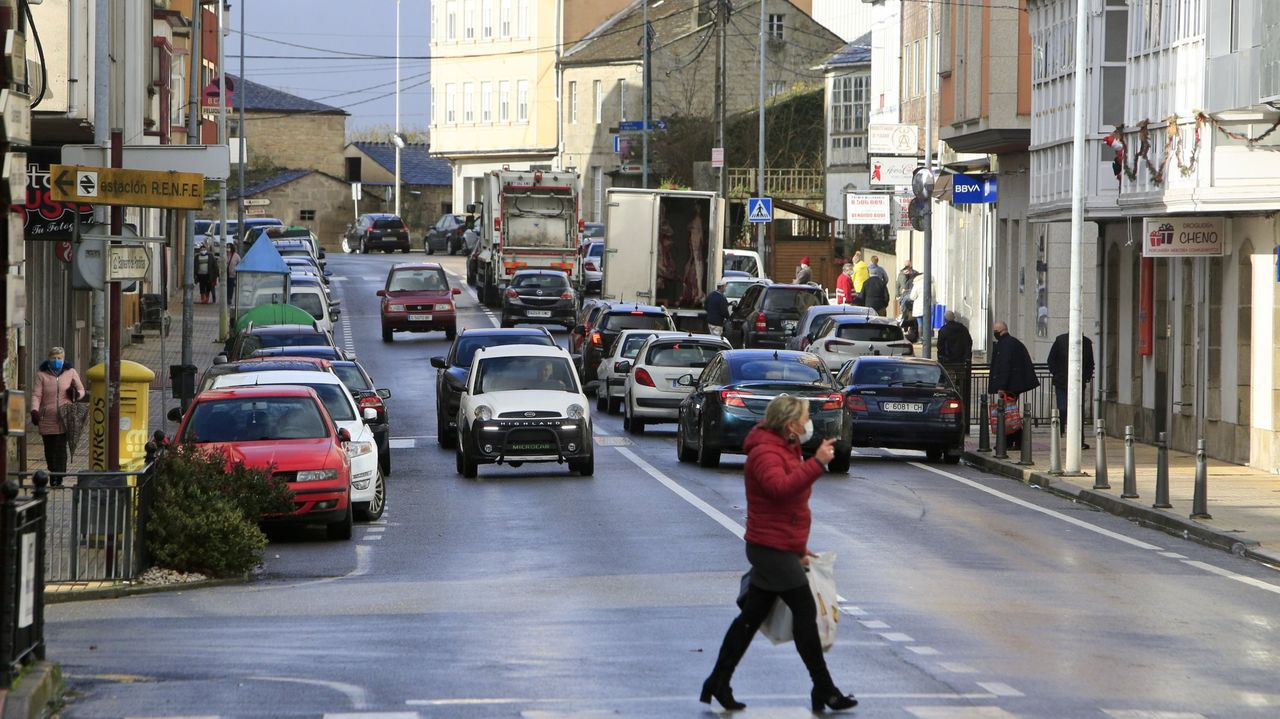 La administración masiva de la vacuna en Lugo en imágenes.Avenida da Coruña de Guitiriz, el concello solo tendrá permitida la movilidad con municipios en nivel medio