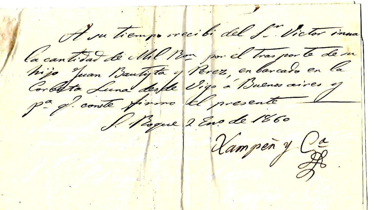 El rey Felipe VI, junto al ministro de Relaciones Exteriores de Uruguay, Francisco Bustillos