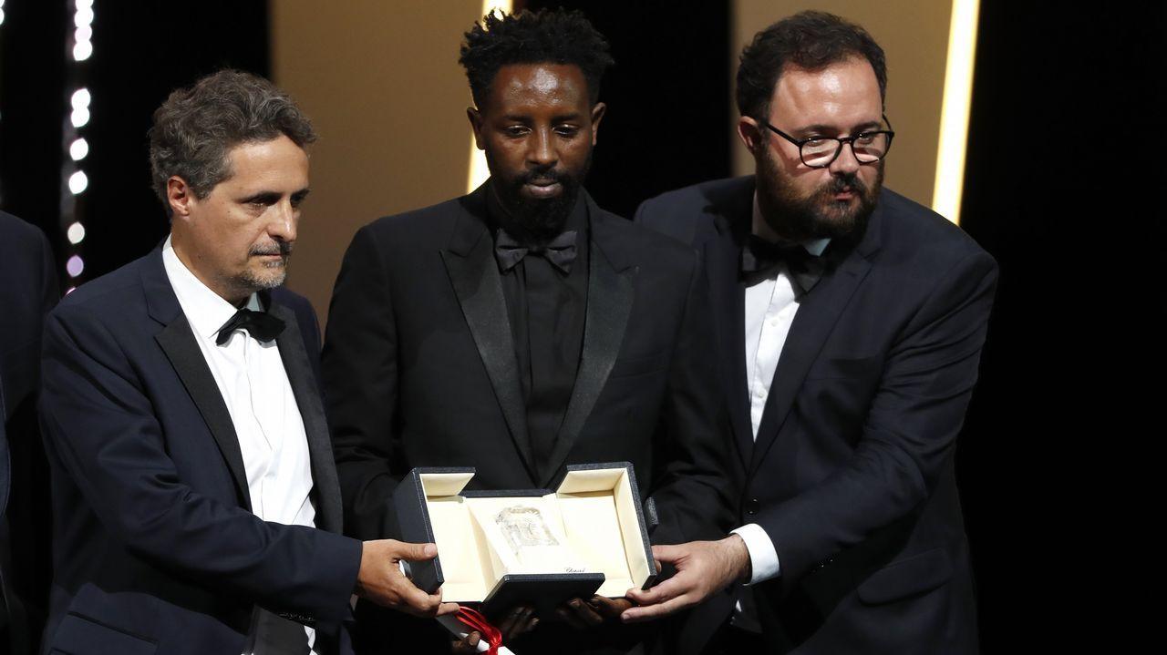 Ladj Ly (en el centro) y los brasileños Mendonça y Dornelles, ganadores «ex aequo» del Premio del Jurado