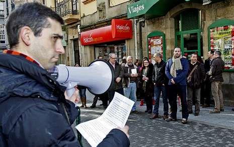 El presidente de la Fanpa, Alberto Pita, leyó ayer un comunicado antes de desplegar la pancarta.