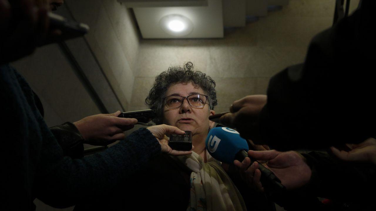 El PP se abstuvo en la votación y permitió su continuidad, al no conseguirse la mayoría necesaria, de 45 diputados