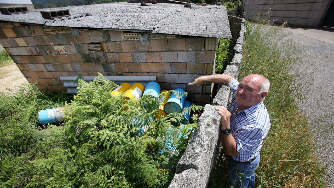 El dueño del almacén que explotó en Tui tiene más explosivos sin control.Retirada de escombros tras la explosión de la pirotecnia Calo en 2006