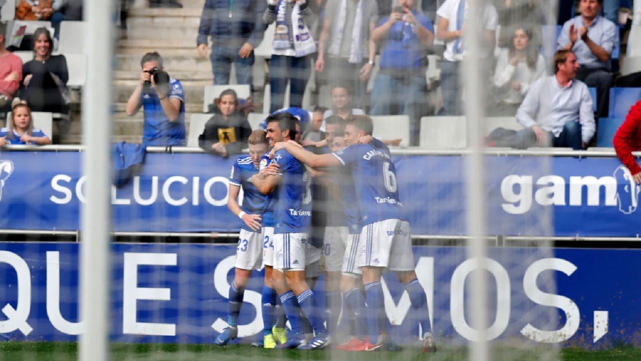 Gol Tejera Real Oviedo Lugo Carlos Tartiere.Los futbolistas azules celebran el gol de Tejera ante el Lugo