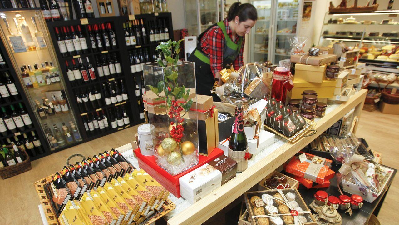 Interior de la tienda que la cooperativa tiene en Pontedeume, en una fotografía de archivo