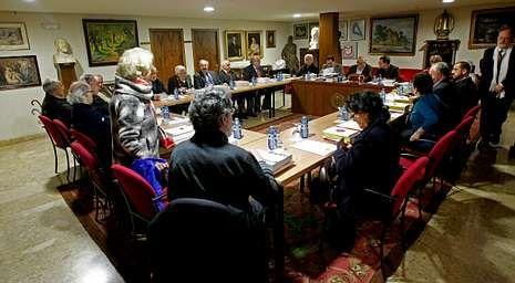 Reunión do plenario da RAG, o pasado 18 de xaneiro, no que varios académicos pediron explicacións á executiva pola súa xestión.