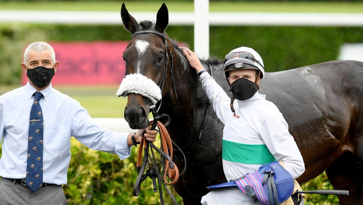 En el Reino Unido se han retomado las carreras de caballos, aunque ahora en los hipódromos abundan las mascarillas