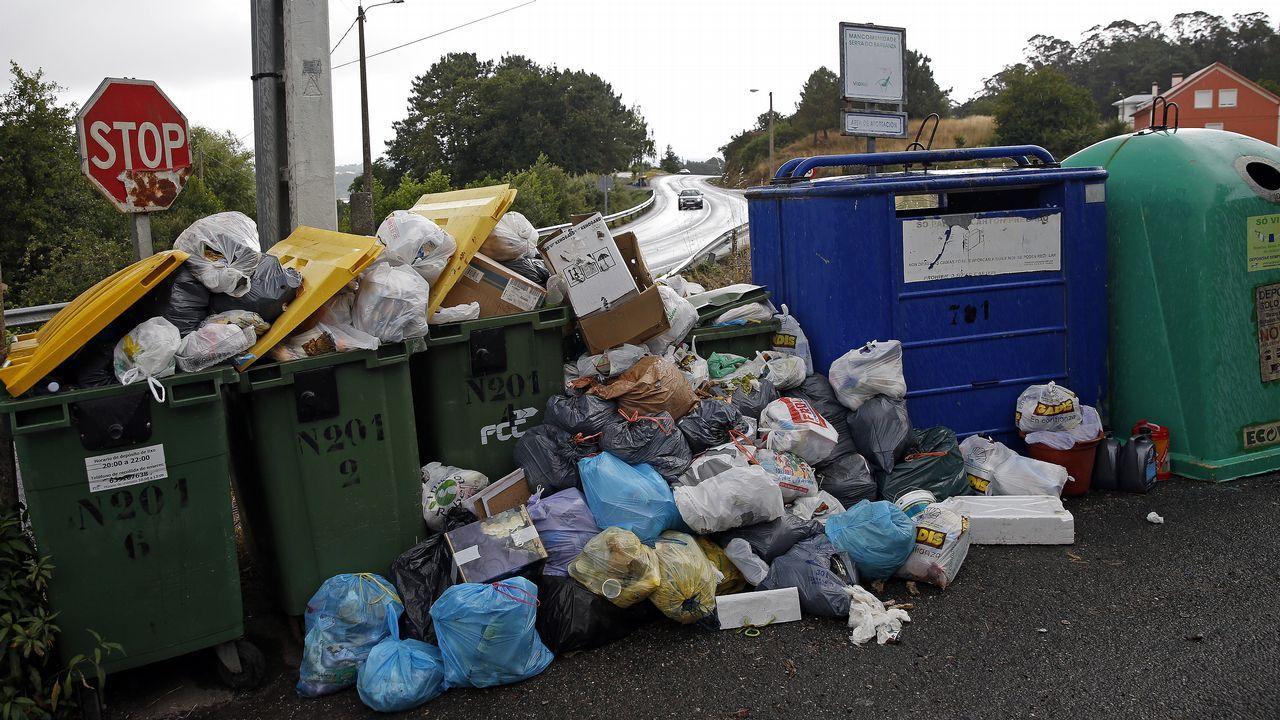 Problemas con la recogida de basura en Serra do Barbanza.Antonio del Valle