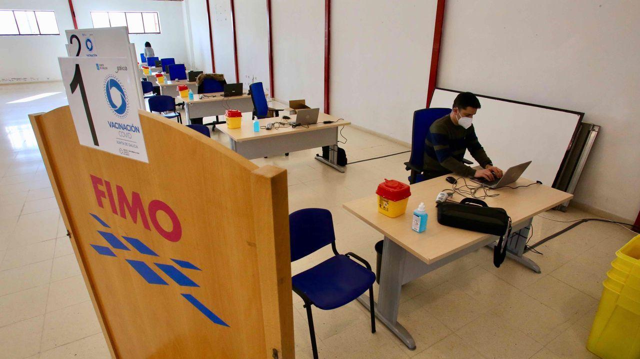 Preparativos en el recinto ferial de Ferrol para la vacunación del sábado