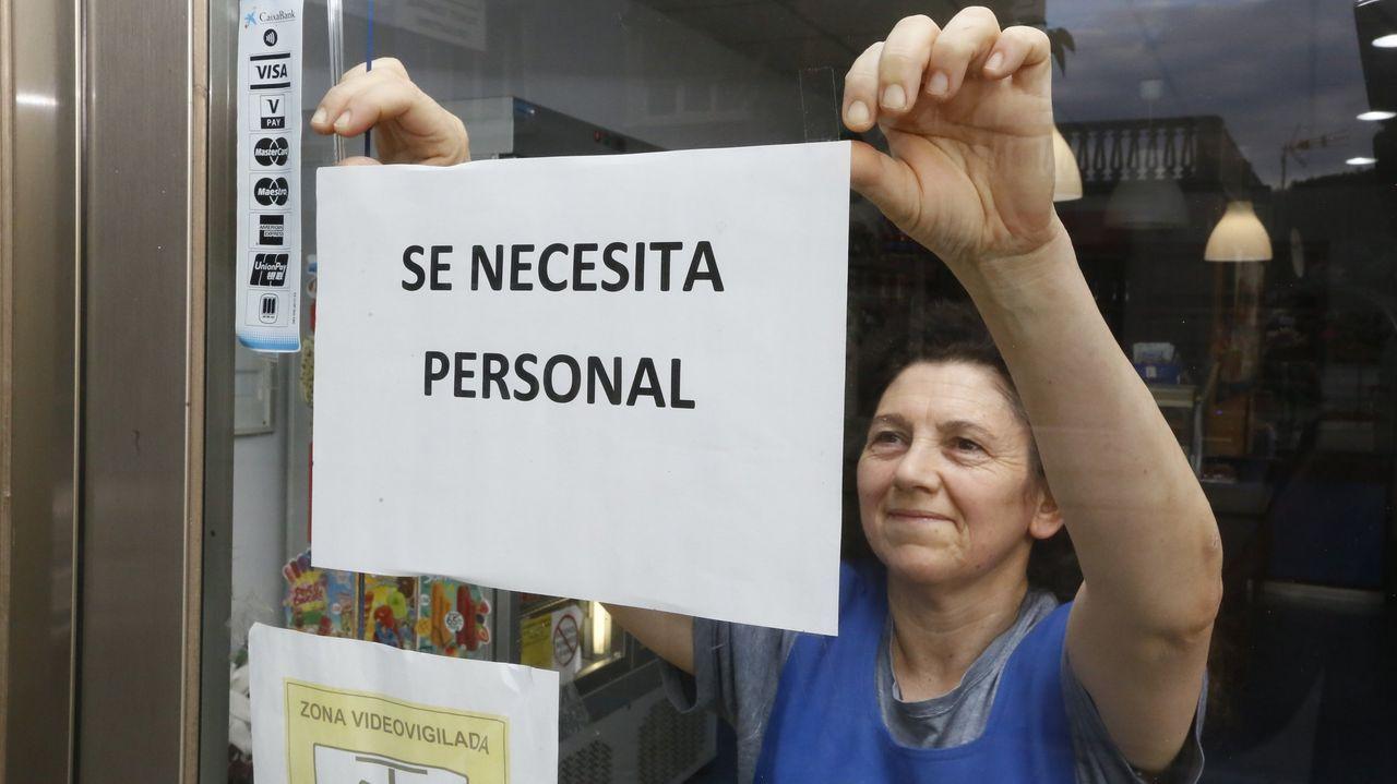 La protesta de los trabajadores de Repsol, en fotos.Ahora mismo no todas las tiendas cierran a la misma hora. Por ejemplo, Springfield baja la persiana a las 21.00 horas, mientras que Women's Secret lo hace a las 22.00