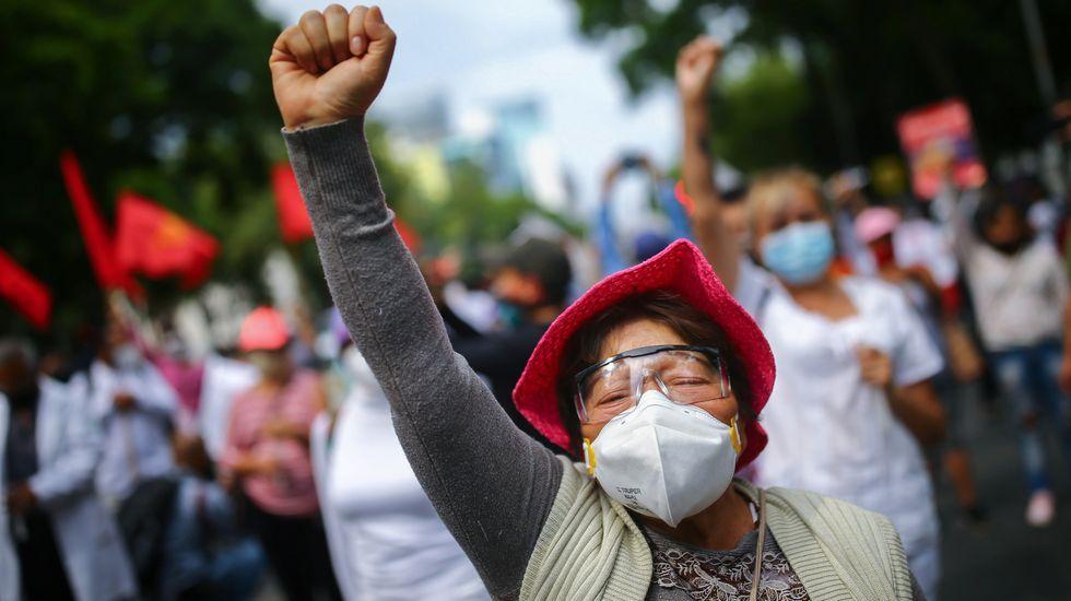 Imágenes de la pandemia en el mundo.Una mexicana durante las protestas de los trabajadores sanitarios que demandan mejores condiciones