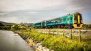 Un tren de Arriva circulando en Gales