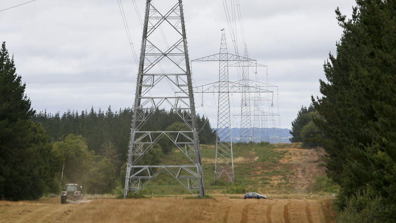 Gas Natural Fenosa fue la primera compañía que empezó a repotenciar sus aerogeneradores. En el paraje de cabo Vilán, el primer parque eólico de Galicia, los 22 molinos han sido sustituidos por dos. En la imagen, las obras de inicio de la transformación