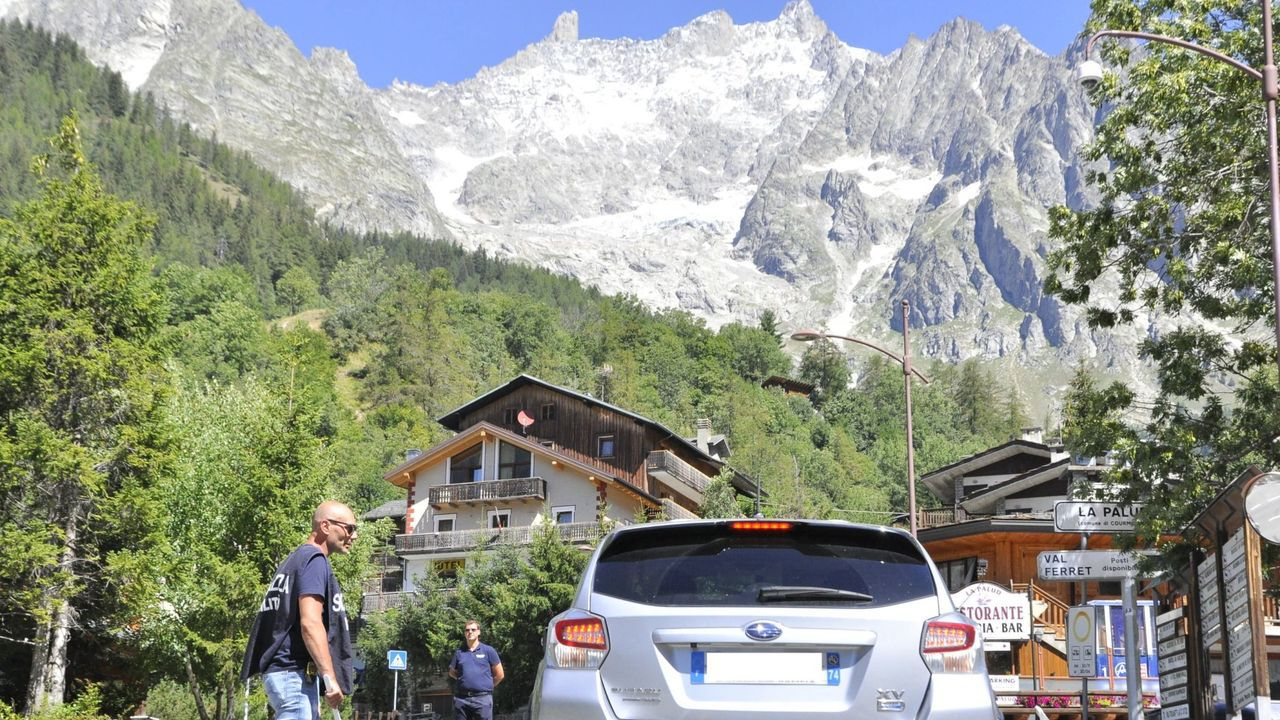 Imagen de varios residentes y turistas en el Valle de Aosta, situado en los Alpes italianos