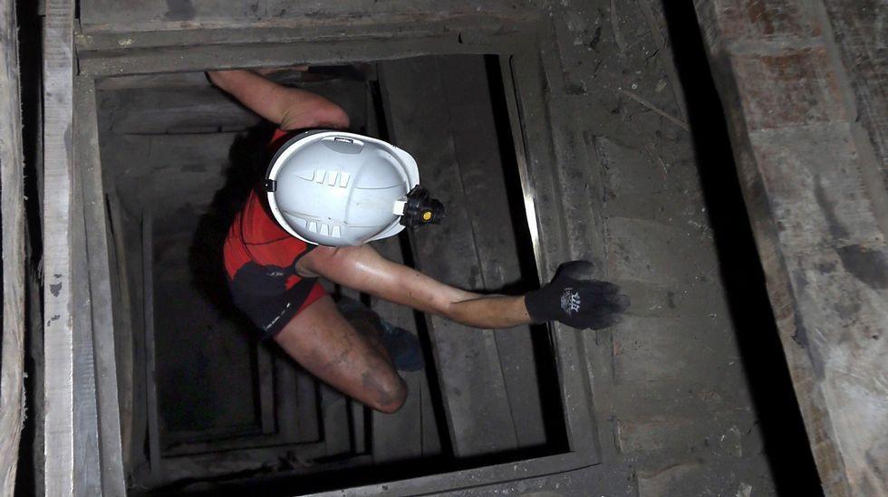 La asturiana Marta Escudero, en la imagen, fue la ganadora en la categoría de mujeres con un tiempo de 25 minutos y 26 segundos, hoy en la edición  zero  de la Xtreme Trail de El Pozo Sotón, de Hunosa, primera prueba de estas características que se disputa a 500 metros de profundidad en esta mina de hulla de San Martín del Rey Aurelio