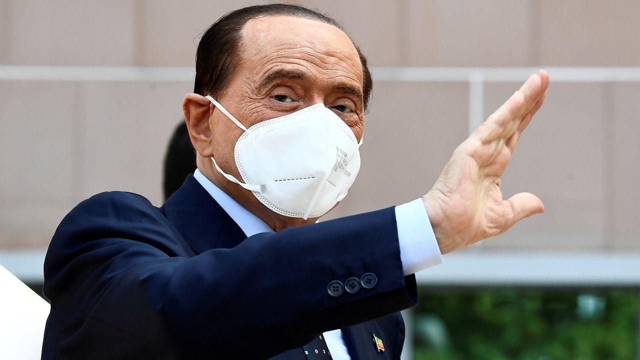 El primer ministro italiano, Giuseppe Conte, este jueves, llega a bordo de su coche oficial al palacio del Quirinal