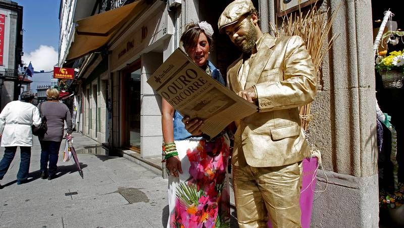 El hombre de oro recorre las calles del centro