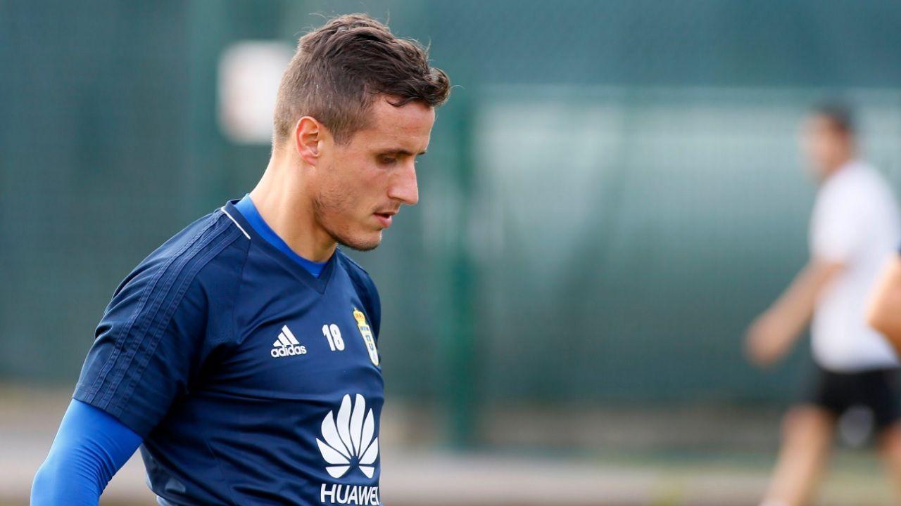 Christian Fernandez Real Oviedo Requexon Horizontal.Christian Fernandez durante un entrenamiento en El Requexon