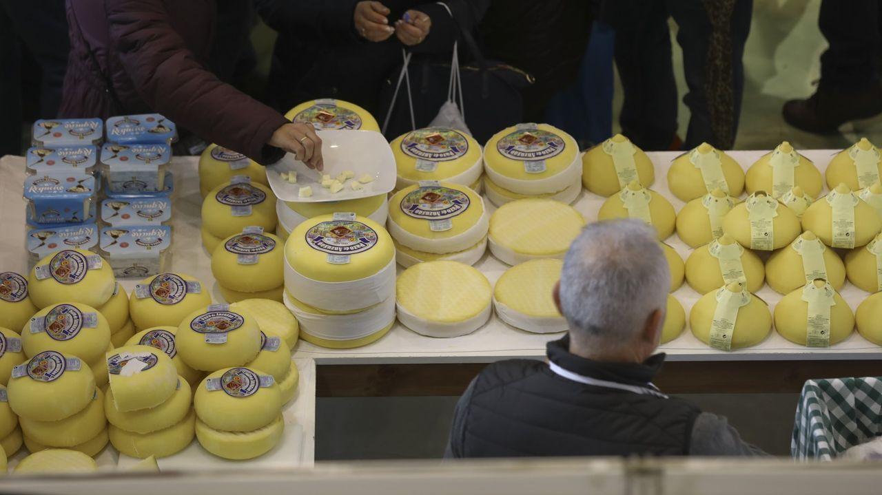 Piezas a la venta en la Festa do Queixo de Arzúa celebrada el año pasado