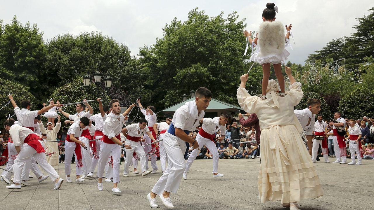 Fiesta de la Coca en Redondela.Imagen de archivo de una ambulancia del 061