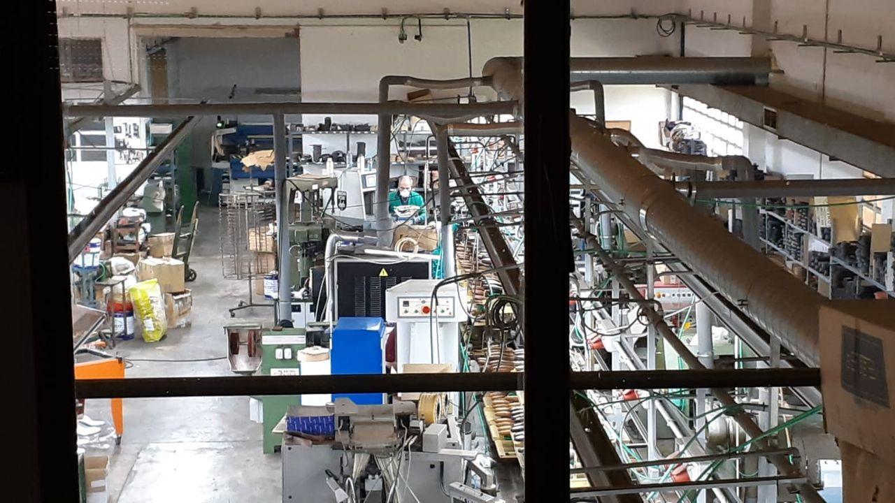Actividad en la fábrica de Calzados Losal tras la declaración del estado de alarma