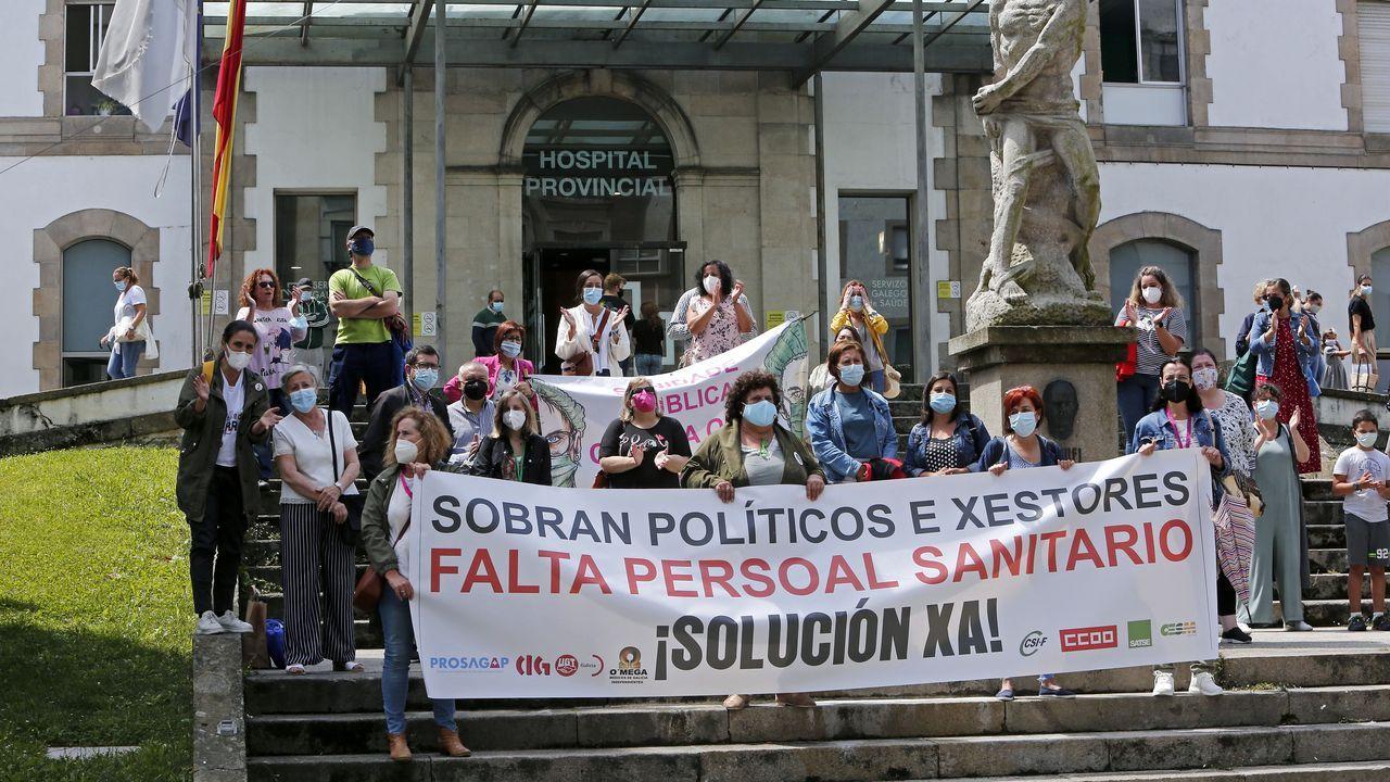Protesta en el Provincial de Pontevedra para reclamar más personal en primaria y en atención hospitalaria