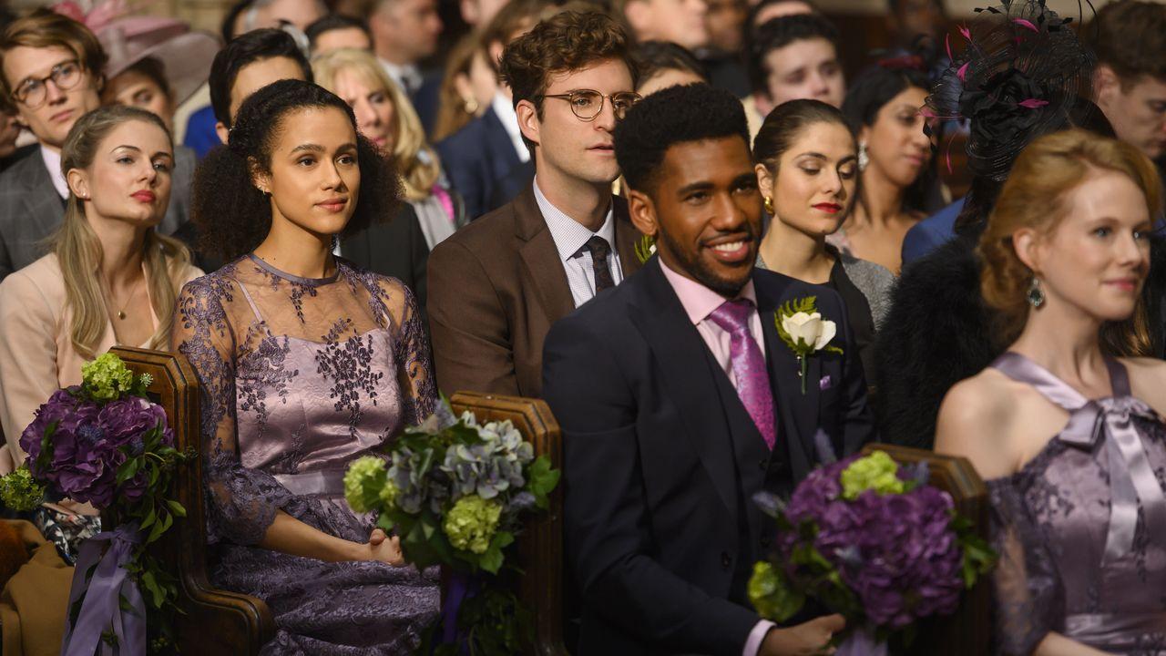 Nathalie Emmanuel (a la izquierda, conocida por interpretar a Missandei en «Juego de tronos») protagoniza la serie «Cuatro bodas y un funeral»
