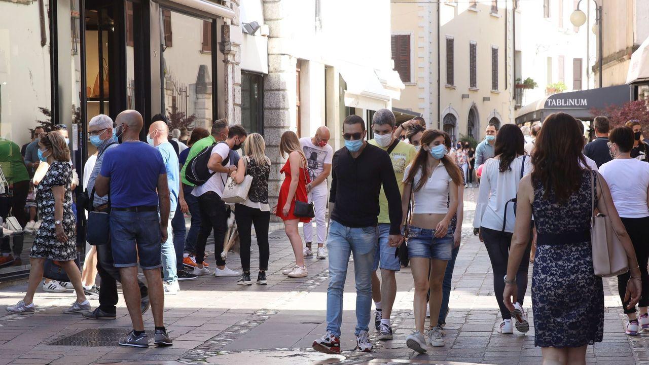 Turismo, desinfección y distancia por el mundo.Roma multará a los que tiren las mascarillas en la calle
