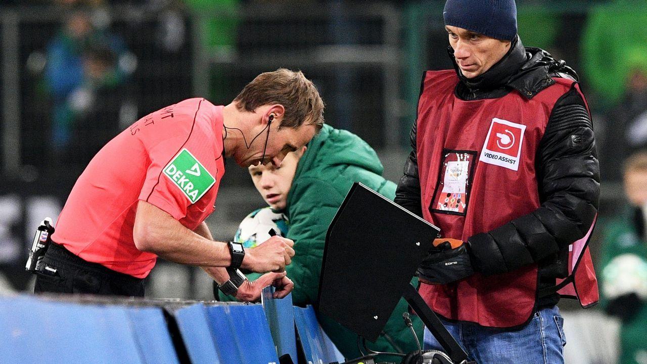 Las imágenes del duelo entre España - Rusia.El secretario general de la UEFA, Gianni Infantino