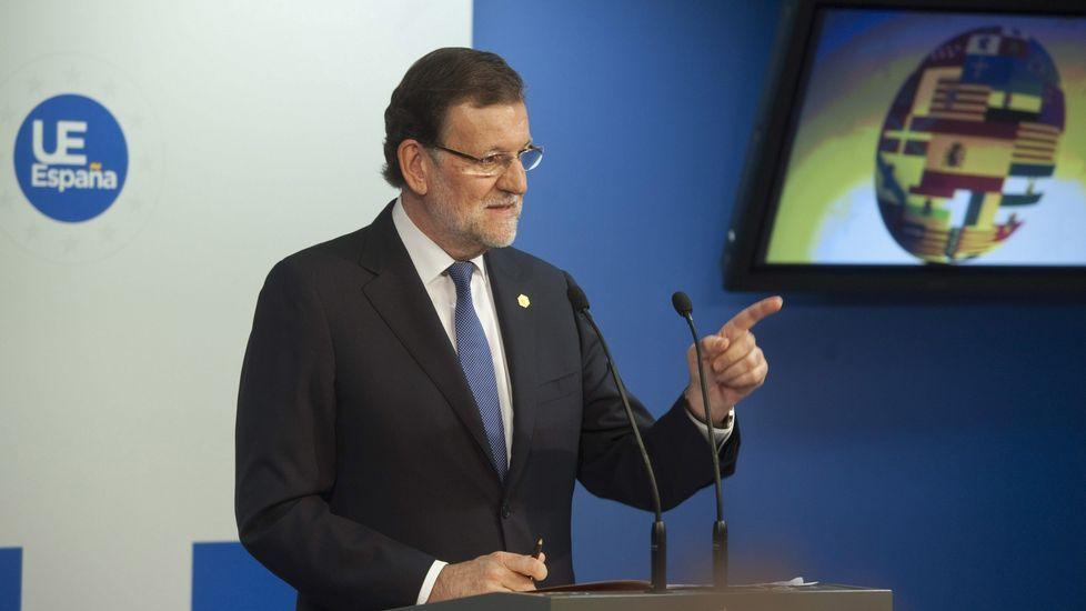La Conferencia política del PP, en streaming.Jorge Moragas, jefe del gabinete de presidencia, acompaña a Rajoy por los pasillos del Congreso.