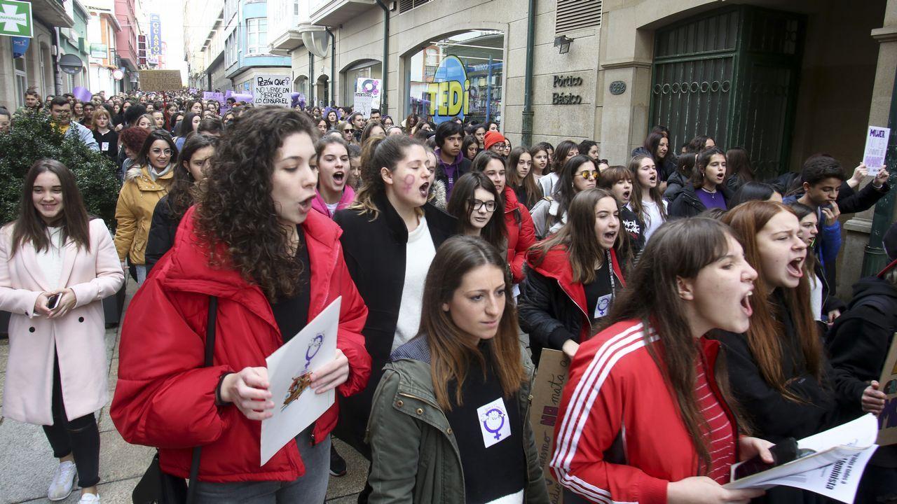 Mercedes Aranceta, farera de Prioriño Chico, en el puerto exterior de Ferrol, equipada con arnés y casco, como sube a las balizas (además de llevar la línea de vida) de cuyo mantenimiento se ocupa. 8M Día de la Mujer Trabajadora